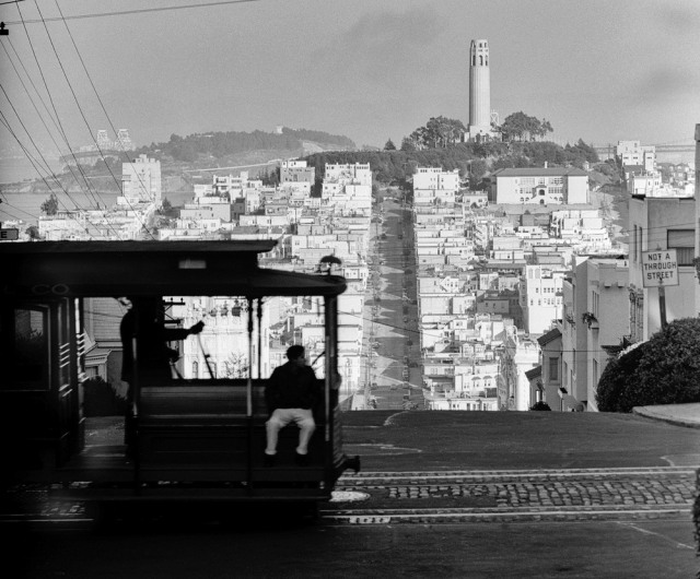 San Francisco cable car overlooking Telegraph Hill  1002939